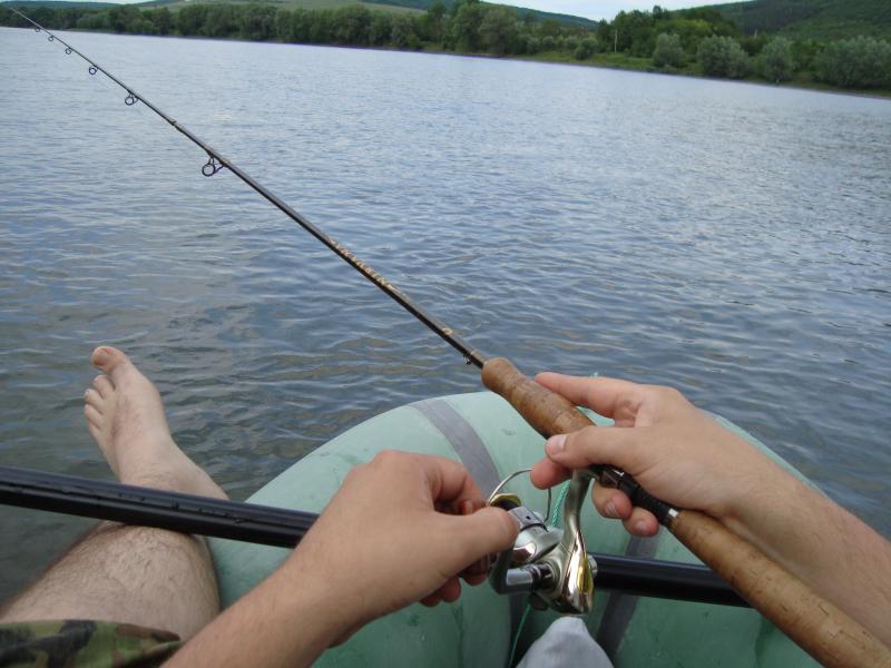 ловись рибка велика і багато ))