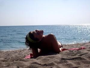 кльово повалятись на безлюдному пляжі